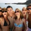 Group of friends at the beach — Stock Photo