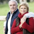 Portrait of a loving couple in the countryside — Stockfoto