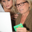 Mother and daughter calculating social security — Stock Photo
