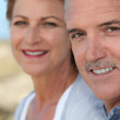 Middle-aged couple at the beach — Stock Photo