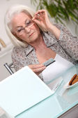 Old lady shopping on line — Stock Photo