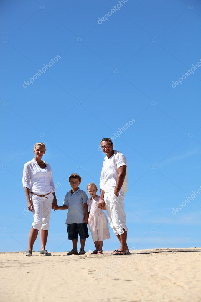 Family at the beach — Stock Photo #7933921