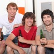 Roommates drinking beer — Stock Photo