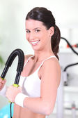 Woman toning her muscles at the gym — Stock Photo