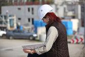 Kadın sitesi surveyor — Stok fotoğraf