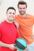Two friends playing basketball — Stock Photo
