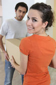 A couple moving their belongings — Stock Photo