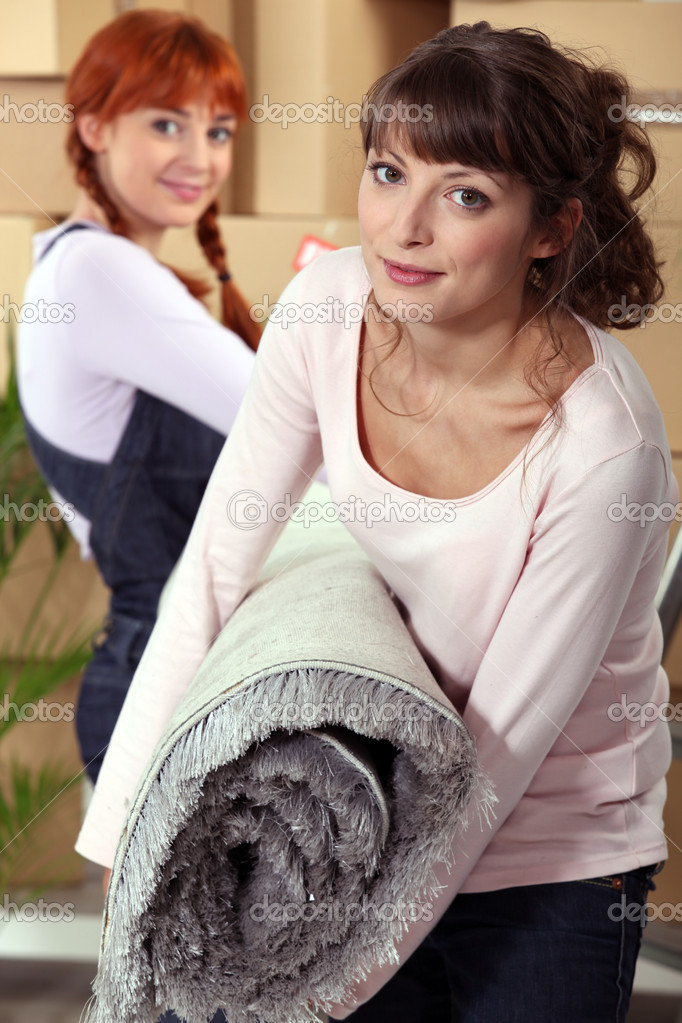 Mother helping her daughter on moving day — Stock Photo #7943967