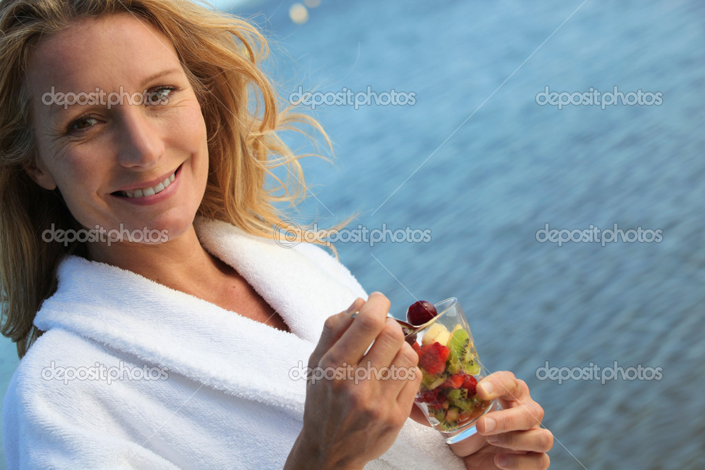 Woman eating fruit — Stock Photo #7945877