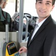 Commuter swiping his tram ticket - Foto Stock