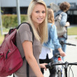 Teenager pushing bike — Stockfoto