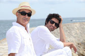 Father and son by the ocean — Stock Photo