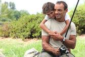 Pai e filho em viagem de pesca — Foto Stock