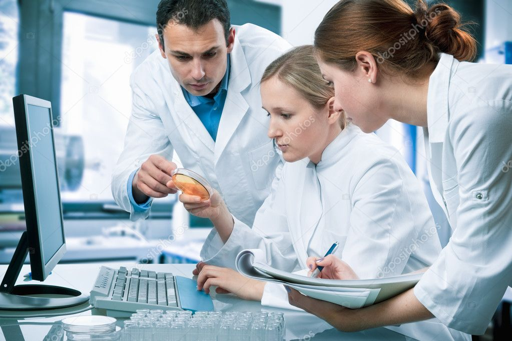 Group of scientists working at the laboratory — Stock Photo #6809529