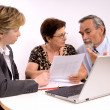 Foto Stock: Senior couple meeting with financial advisor