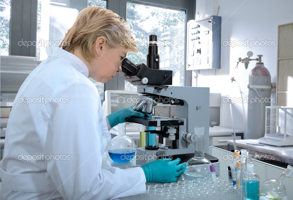Scientist working at the laboratory  — Stockfoto #6857902