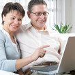 Couple on laptop — Stock Photo