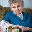 Senior woman with her medicine bottles — Stock fotografie