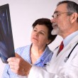 Doctor explaining x-ray results to patient — Stock Photo #6868862