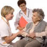 車椅子の年配の女性 — ストック写真