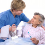 Nurse helps the senior woman in washing — Stock Photo