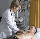 Doctor performing an EKG test — Foto Stock