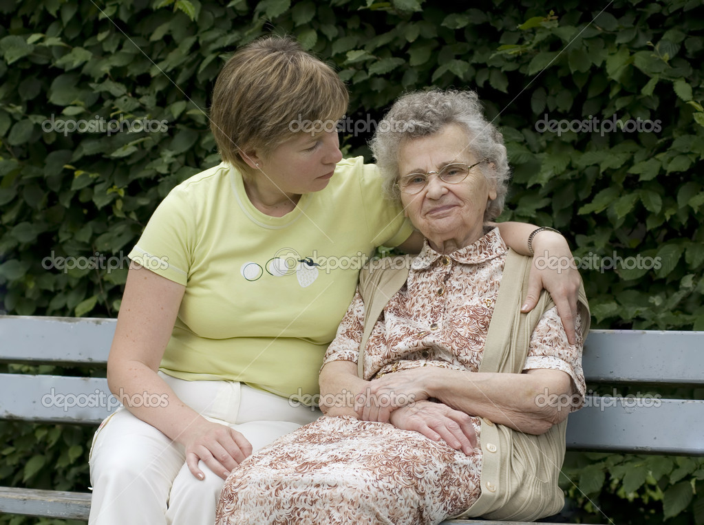 Elderly woman with her daughter on the the park bench  — Stock Photo #6864253