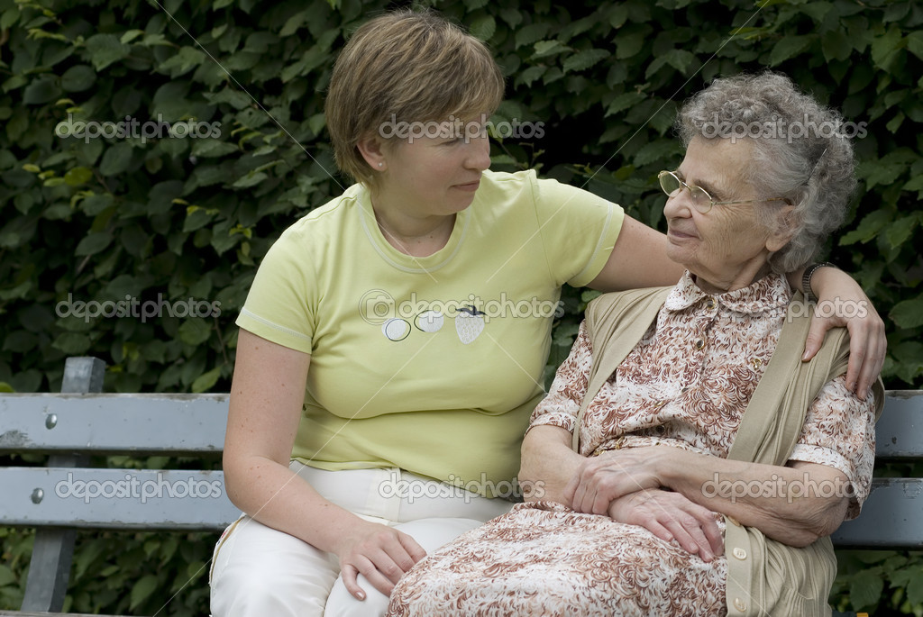 Elderly woman with her daughter on the the park bench  — Stock Photo #6864264