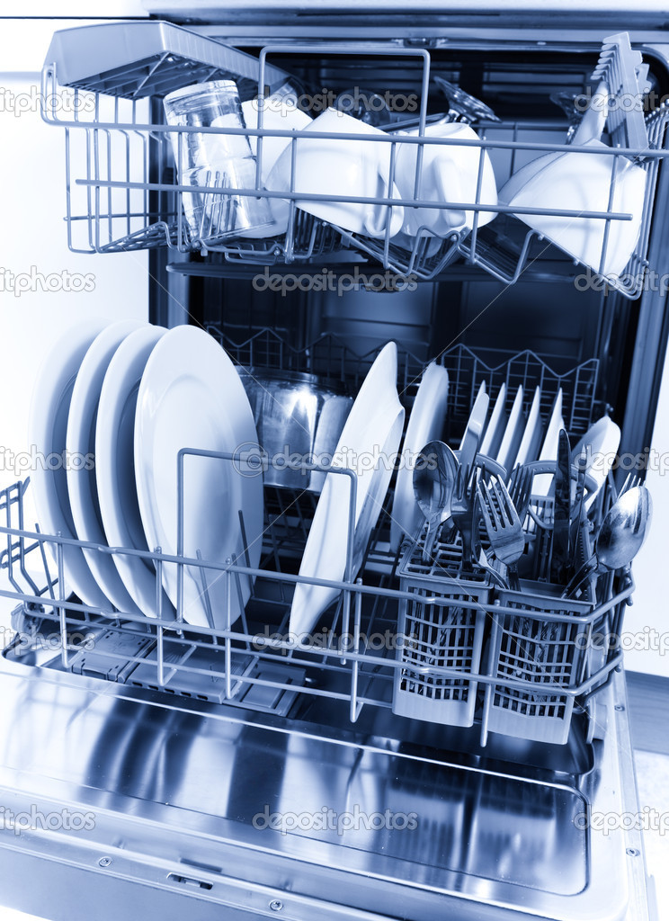 Cleaned dishes in dishwasher  — Stock Photo #6873131