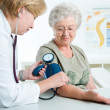 Measuring blood pressure — Stock Photo