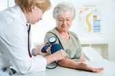Measuring blood pressure — Foto de Stock