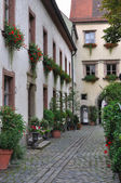 Bishofhof courtyard with flowers, regensburg — Stock Photo