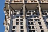 Velasca toren concrete reliëf, milaan — Stockfoto