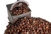 Vintage kaffe grinder och bönor — Stockfoto
