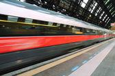 Salida del tren de alta velocidad — Foto de Stock