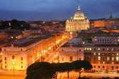 Basilica di san pietro en la noche — Foto de Stock
