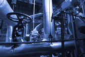 Pipes, tubes, machinery and steam turbine at a power plant — Foto de Stock