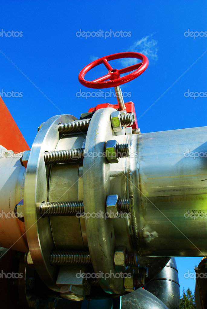 Industrial zone, Steel pipelines and valves against blue sky       — Stock Photo #6932675