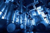 Tuberías de la zona industrial, acero en tonos azules — Foto de Stock