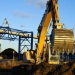 Hydraulic excavator at work. Shovel bucket against blue sky — Stock Photo #6952102