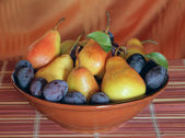 Pears and plums — Stock Photo