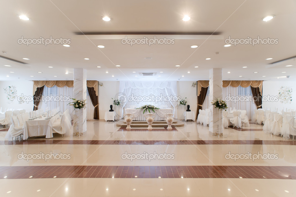 Elegantly decorated banquet hall — Stock Photo #6952320