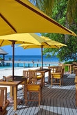Restaurant tropical sur la plage — Photo