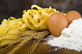 Pasta egg flour typical italian — Stock Photo