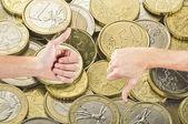 финансы евро вверх или вниз — Стоковое фото