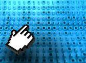 Código binário 3d a bordo com o ícone de mão — Fotografia Stock