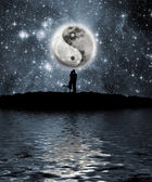 Lovers in front of the moon — Stock Photo