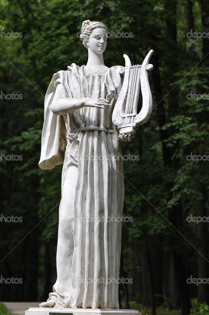 Greek statue of a girl with a harp — Stock Photo #6932895