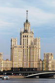 Stalin's Empire style building in Moscow — Stockfoto