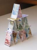 カードの家のお金 — ストック写真